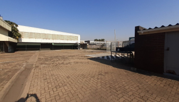1643m2 warehouse in Prospecton with 800m2 Yard Space 10.jpg