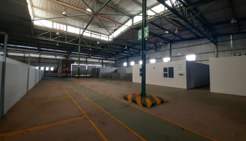 1643m2 warehouse in Prospecton with 800m2 Yard Space 1.jpg