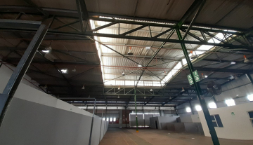 1643m2 warehouse in Prospecton with 800m2 Yard Space 5.jpg