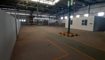 1643m2 warehouse in Prospecton with 800m2 Yard Space 7.jpg