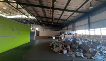 1643m2 warehouse in Prospecton with 800m2 Yard Space 9.jpg