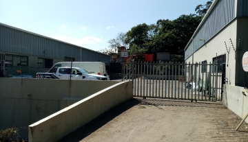 338m warehouse to let in Brairdene 11.jpg