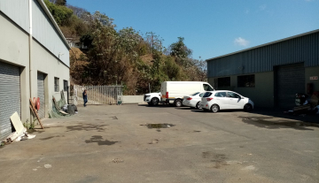 338m warehouse to let in Brairdene 1.jpg