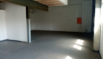 338m warehouse to let in Brairdene 2.jpg