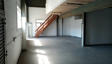 338m warehouse to let in Brairdene 6.jpg