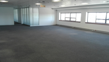 Excellent 3527 Sqm Warehouse To Let in Airport Industria 4.jpg