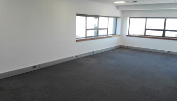 Excellent 3527 Sqm Warehouse To Let in Airport Industria 8.jpg