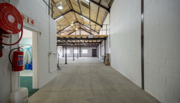 Excellent A Grade 369sqm Warehouse with Offices To Let in Paarden Eiland 4.jpg
