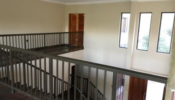 Executive Fully Serviced Apartment to rent in Durban North- Fairway Beachwood 3.jpg