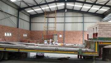 Recently finished warehouse with ample yard space and good height 1.jpg