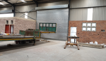 Recently finished warehouse with ample yard space and good height 3.jpg