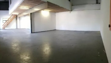338m2 warehouse to let in Briardene