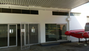 Showroom Space to let in Congella on Main Road