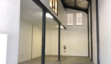 Neat Mini 217sqm warehouse To Let in Philippi