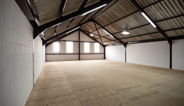 Excellent A Grade 369sqm Warehouse with Offices To Let in Paarden Eiland